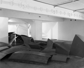Krzysztof M.Bednarski Moby Dick, 1987, instalacja w Muzeum ASP w Warszawie, fot. Józef Mrozek.